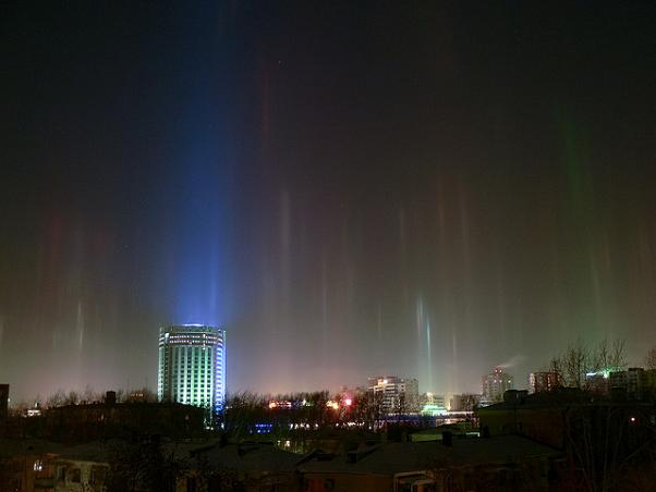 Perierga.gr - Στήλες Φωτός: Ένα απίθανο φυσικό φαινόμενο