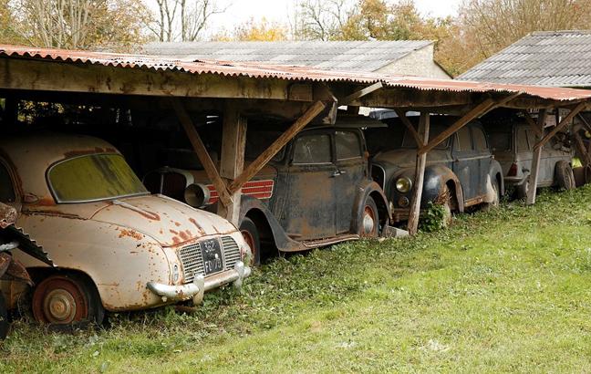 perierga.gr - Νεκροταφείο... πανάκριβων αυτοκινήτων!