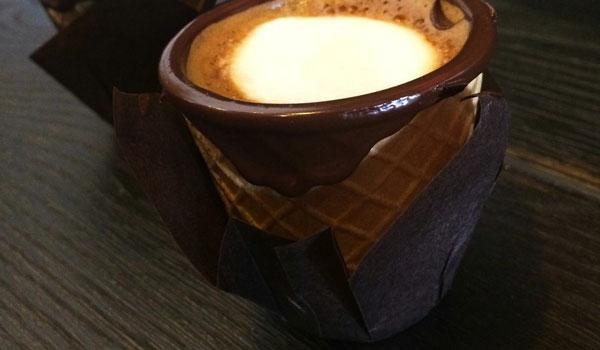 perierga.gr - Φαγώσιμο φλιτζάνι καφέ με σοκολάτα!
