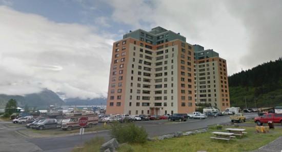perierga.gr - Σε αυτή την πόλη όλοι ζουν κάτω από την ίδια στέγη!