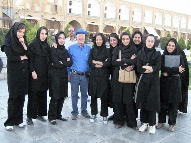 perierga.gr - 70χρονος ταξίδεψε σε 875 χώρες!
