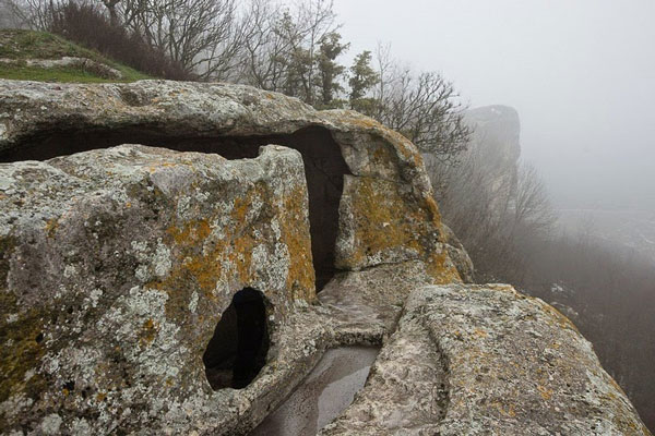 perierga.gr - Χριστιανική πόλη μέσα σε σπηλιές!