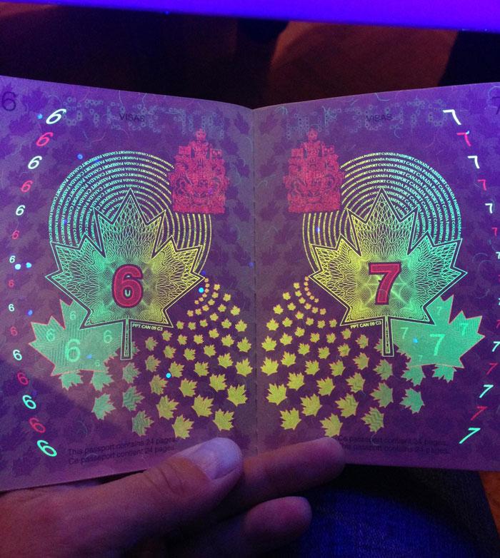 perierga.gr - To καναδικό διαβατήριο κρύβει ένα... φωτεινό μυστικό!