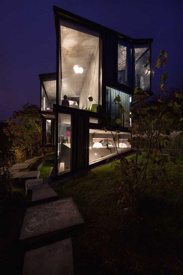 perierga.gr - Εντυπωσιακό πολυεδρικό σπίτι από γυαλί!