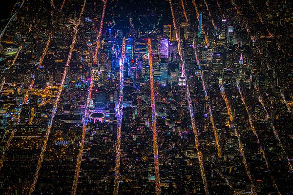 perierga.gr - Οι φωτεινές γραμμές των δρόμων της Νέας Υόρκης το βράδυ!