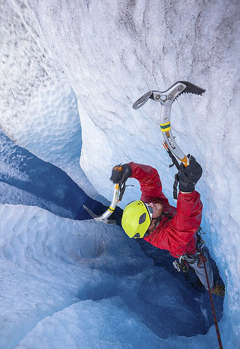 perierga.gr - Στο εσωτερικό ενός παγετώνα!