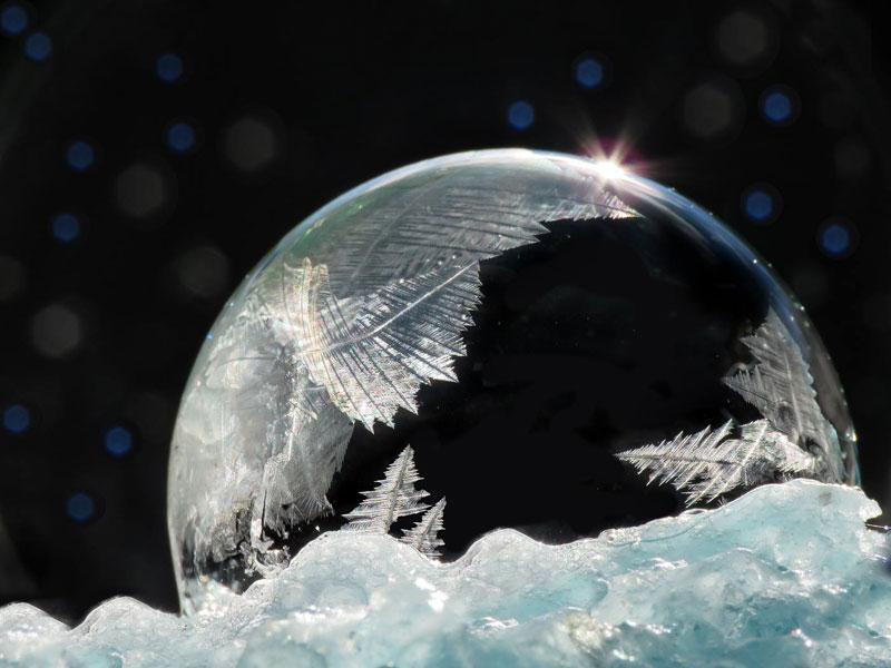perierga.gr - Σαπουνόφουσκες στο τσουχτερό κρύο!