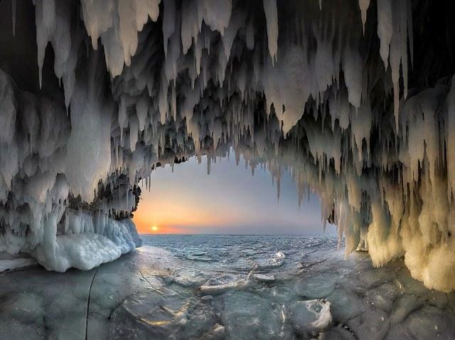 perierga.gr - Ηλιοβασίλεμα στην παγωμένη Βαϊκάλη