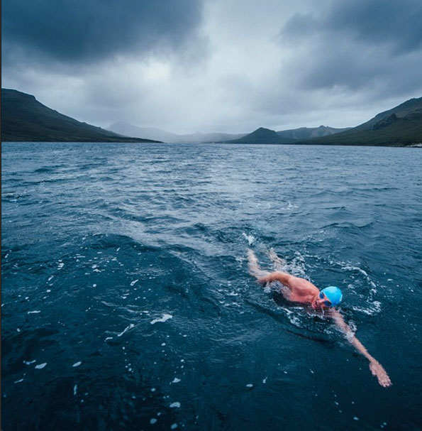 perierga.gr - Κολυμπώντας με μαγιό στην Ανταρκτική!