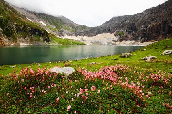 perierga.gr - Η μαγευτική λίμνη Ratti Gali