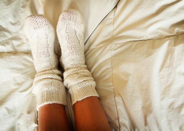 perierga.gr - Κοιμηθείτε με τις κάλτσες και γλιτώστε από το ροχαλητό!