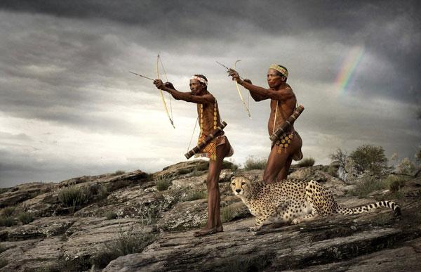 perierga.gr - Αρχαία φυλή κυνηγά μαζί με ένα άγριο τσιτάχ!