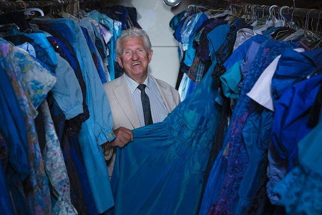 perierga.gr - Σύζυγος αγόρασε 55.000 φορέματα για τη γυναίκα του!
