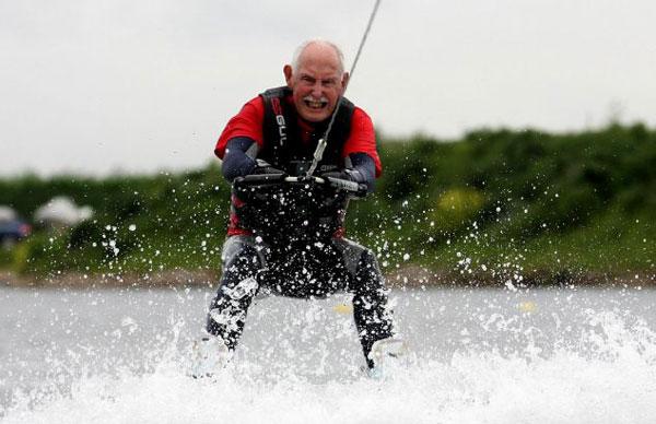perierga.gr - 95χρονος έκανε παγκόσμιο ρεκόρ στο 200άρι!