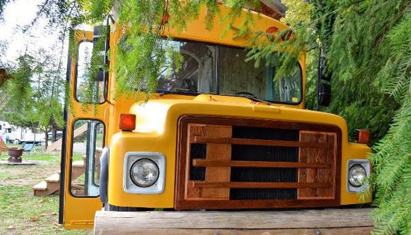 perierga.gr - Το σχολικό λεωφορείο έγινε... σπίτι τους!