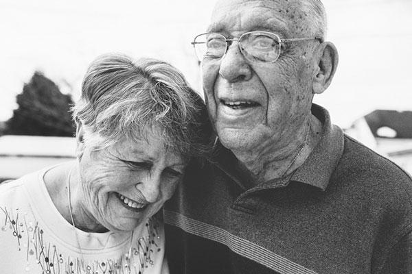 perierga.gr - Όταν ο έρωτας καρατάει πάνω από 60 χρόνια!