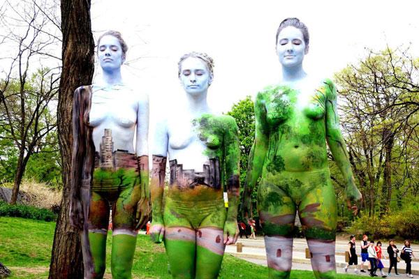 perierga.gr - Ζωγραφισμένα γυμνά σώματα μέσα σε φυσικά τοπία!