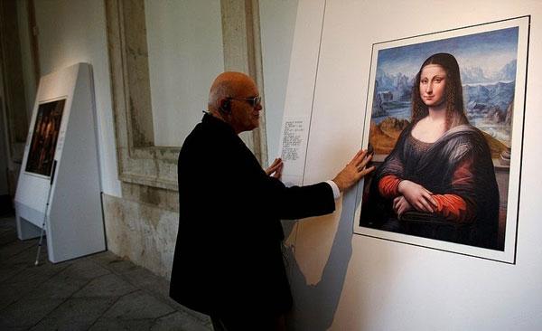 perierga.gr - Oι τυφλοί αγγίζουν διάσημους πίνακες ζωγραφικής!