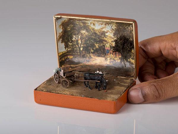 perierga.gr - Ιστορικές σκηνές ζωντανεύουν σε vintage κουτιά δαχτυλιδιών!