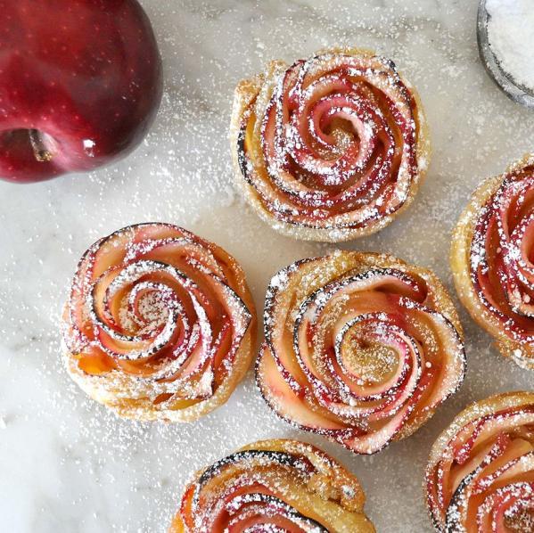 Perierga.gr - Η πιο όμορφη μηλόπιτα σε σχήμα ρόδου!