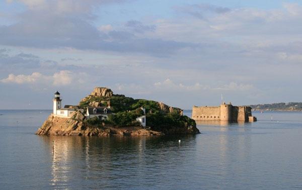 perierga.gr - Διακοπές στη μέση της θάλασσας!