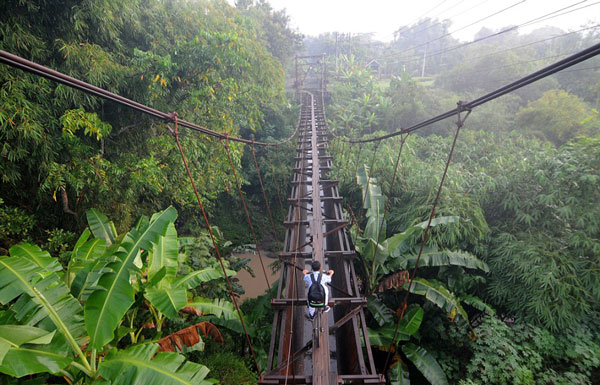 perierga.gr - Η πιο επικίνδυνη διαδρομή για το σχολείο!