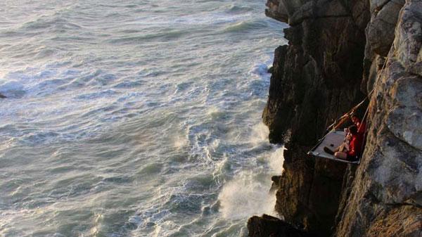 perierga.gr - Κάντε κάμπινγκ κρεμασμένοι στα βράχια!