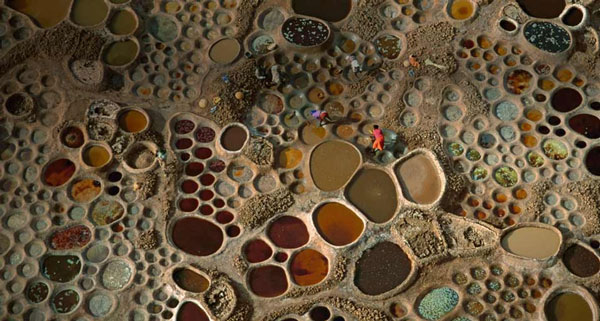 perierga.gr - Οι πολύχρωμες αλυκές της Αφρικής!