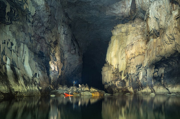 perierga.gr - Tham Khoun Ex: Το απόκοσμο σπήλαιο του Λάος!