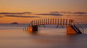 perierga.gr - Βυθισμένη «γέφυρα» στη θάλασσα!