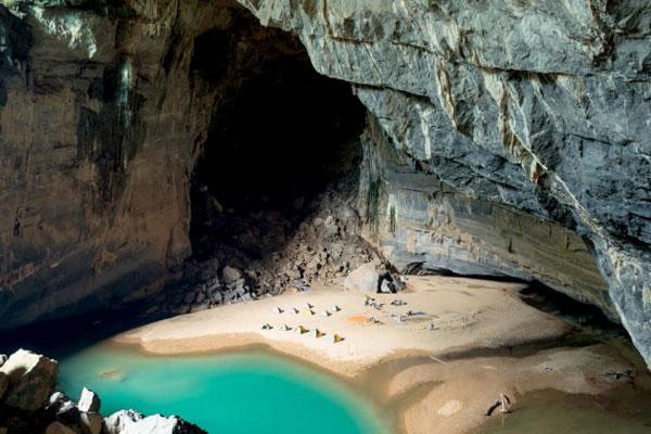 perierga.gr - Σπηλιά με εσωτερική παραλία!