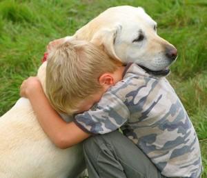 perierga.gr - Παιδιά που μεγαλώνουν με ζώα είναι πιο συναισθηματικά!
