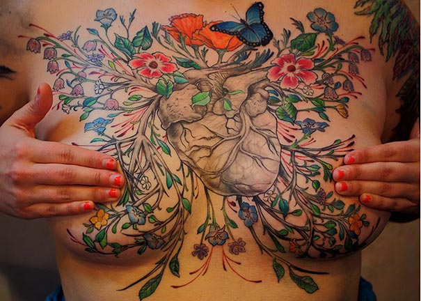 perierga.gr - Τατουάζ καλύπτει τα σημάδια της μαστεκτομής!