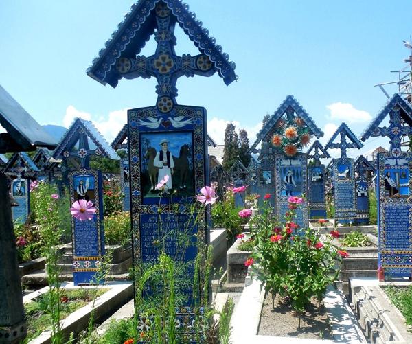 Perierga.gr - Το πιο... χαρούμενο κοιμητήριο!