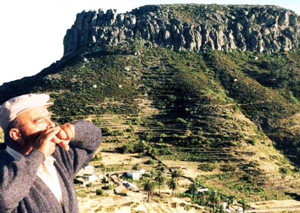 perierga.gr - 3 χωριά στον κόσμο που συνεννοούνται με... σφυρίγματα!