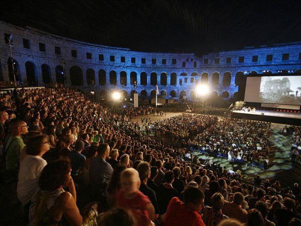 perierga.gr - Θερινά σινεμά σε ασυνήθιστους χώρους!