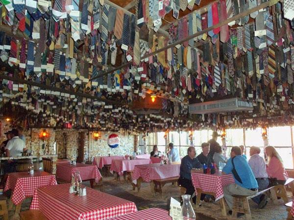 perierga.gr - Εστιατόριο απαγορεύει τις... γραβάτες!
