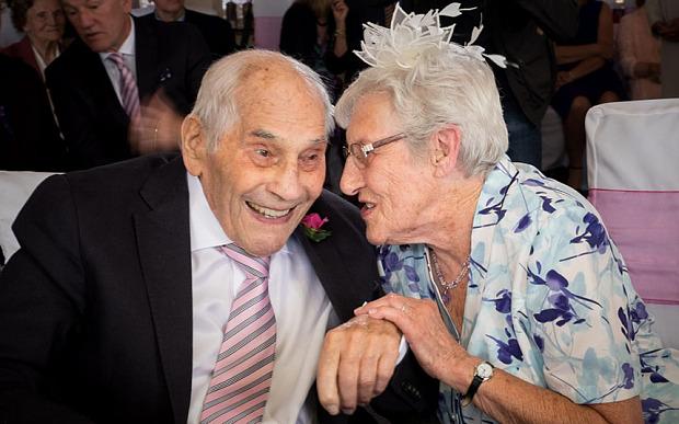 perierga.gr - Το πιο ηλικιωμένο ζευγάρι νεονύμφων στον κόσμο!