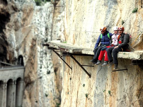 perierga.gr - Περίπατος σε επικίνδυνα μονοπάτια από το National Geographic!