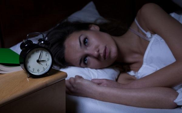 perierga.gr - Γιατί οι γυναίκες κοιμούνται λιγότερο από τους άντρες;