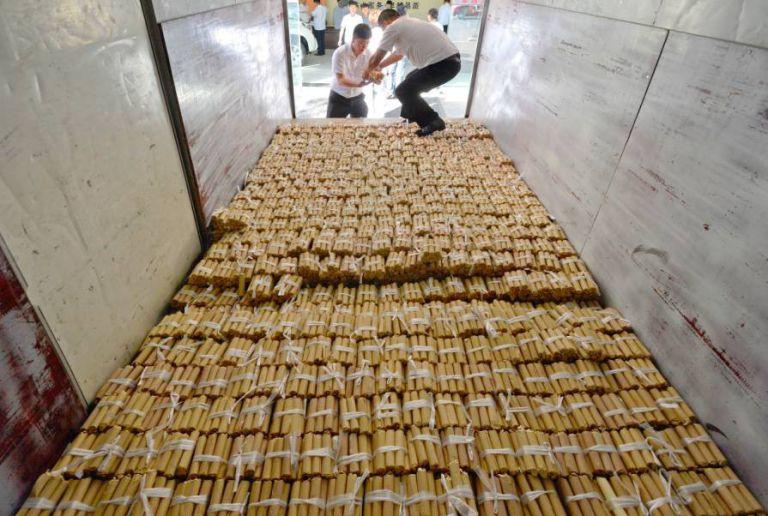 perierga.gr - 70.000 λίρες σε νομίσματα για την αγορά αυτοκινήτου!