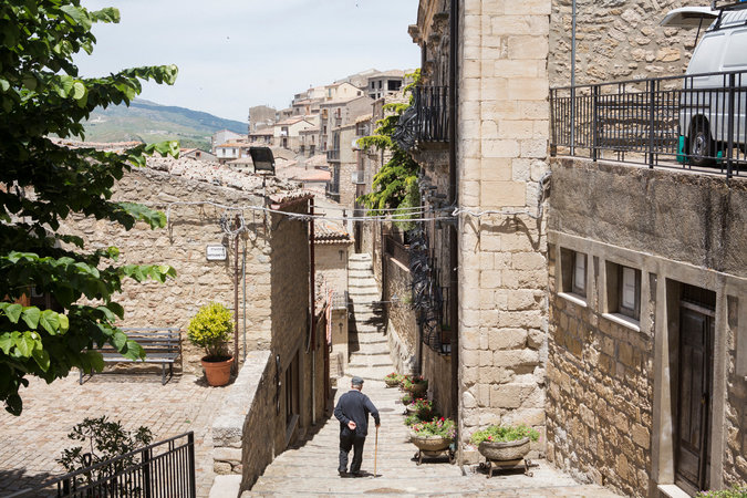 Perierga.gr - Χαρίζουν σπίτια στη Σικελία υπό έναν μόνο όρο...