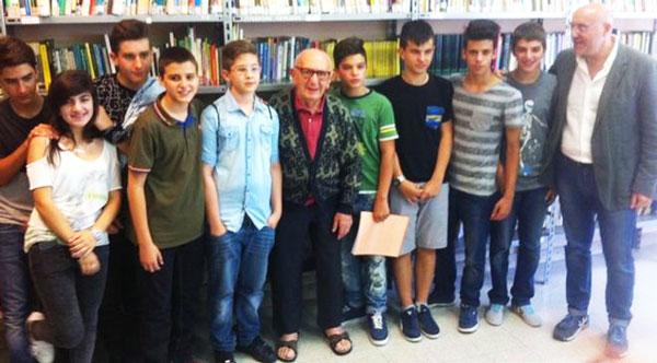 perierga.gr - Ιταλός τελείωσε το γυμνάσιο στα 91 του!
