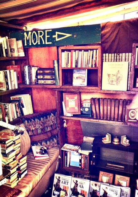 perierga.gr - Ασυνήθιστο βιβλιοπωλείο σε βάρκα!