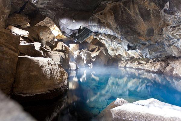 perierga.gr - Εκπληκτικής ομορφιάς γαλάζια λίμνη σε σπηλιά!