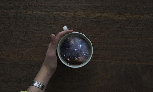 perierga.gr - Ωκεανός & γαλαξίας χωράνε σε ένα φλιτζάνι!
