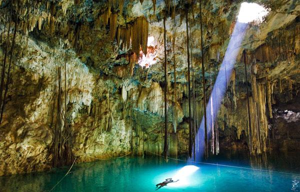 perierga.gr - Μπάνιο μέσα σε σπηλιές!