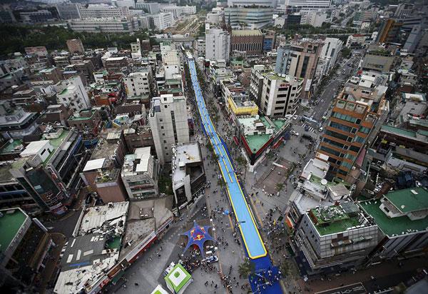 Νεροτσουλήθρα 350 μέτρων «κόβει» τη Σεούλ στα δύο! (Εικόνες)