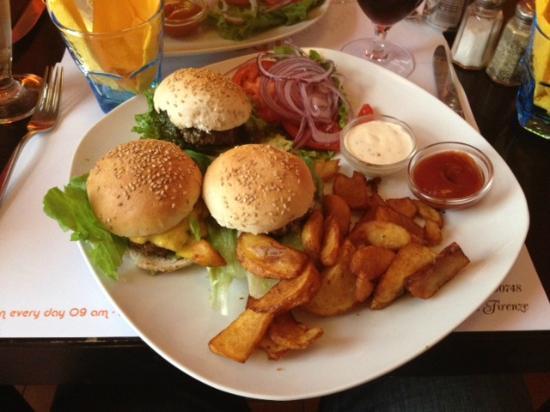 perierga.gr - Το φαγητό έχει καλύτερη γεύση για τους νικητές!