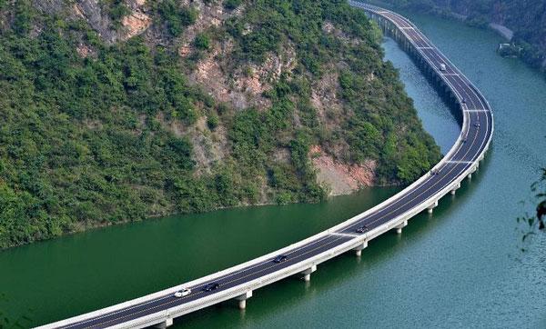 "perierga.gr - ""Οικολογικός"" αυτοκινητόδρομος πάνω στο νερό!"